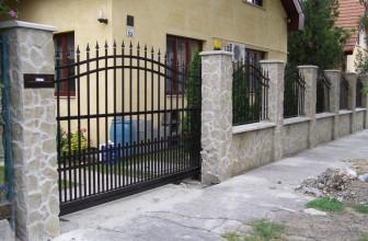 Kapuk, – kerítések